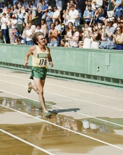 nicerunningday:  Prefontaine stride.