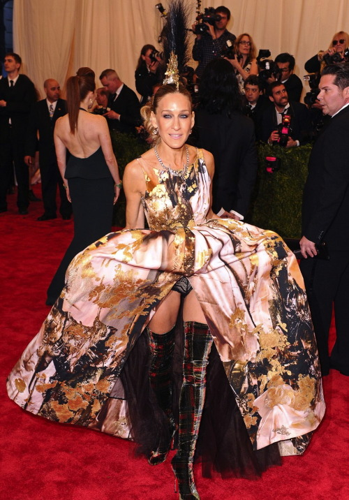 Sarah Jessica Parker in Giles Deacon at The Met Gala, 2013