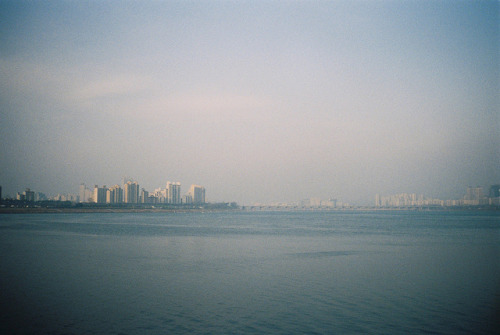 savvydarling:  Han River by Seiman C on Flickr.