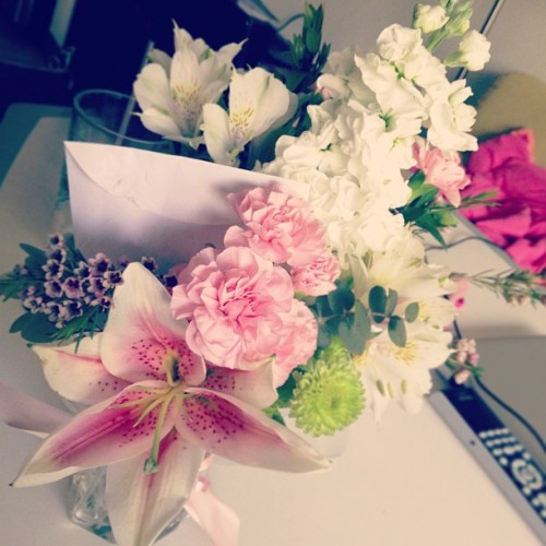 Awww bf sent me #pretty #flowers ^__^! #brightenedmyday