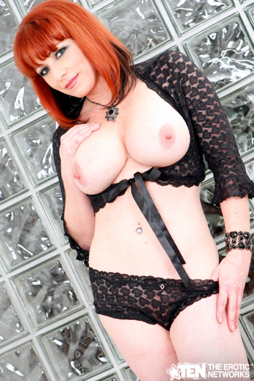 Happy Titty Tuesday with Kylie Ireland!