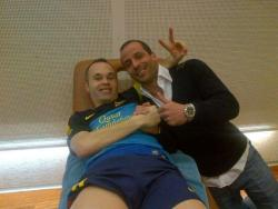 barca-penguins:  Fb Iniesta: Great team and fans! We are in the semifinals, what happiness! I leave a picture with a very special visit …!