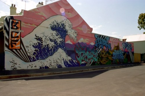florels:  rnortal:  Japanese Graffiti based on the infamous artwork drawn by Hokusai titled The Great Wave off Kanagawa  wow i love this