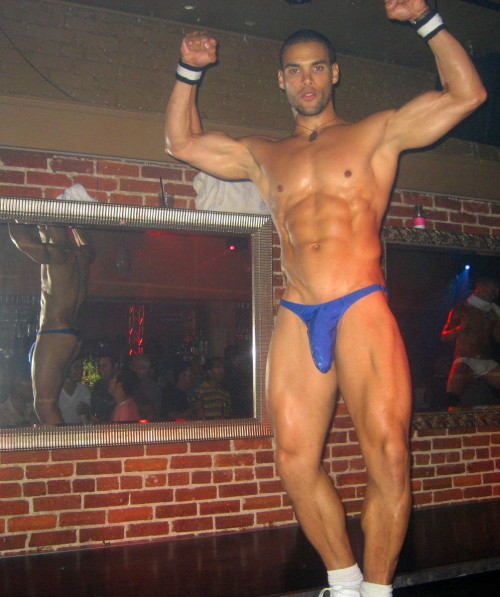 manthongsnstrings:  Marcus Patrick filling his thong very nicely!