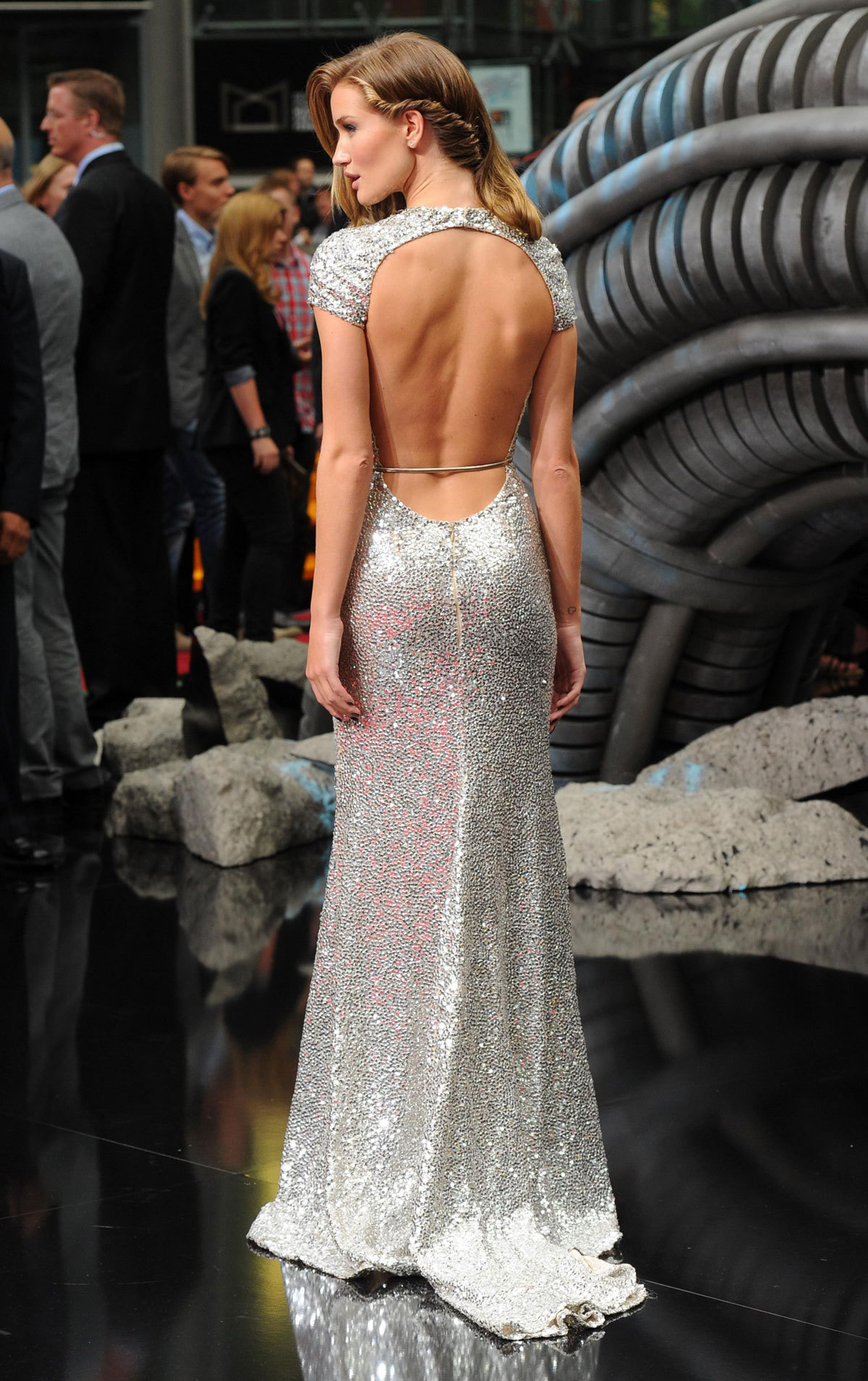 cahfune:  aleua:  perff  whoa love her dress