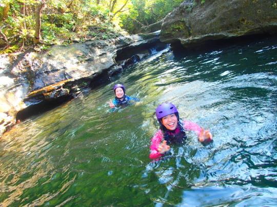離島・西表島旅行で西表ツアーランキング人気のケンガイドがおすすめする西表観光アクティビティツアー・カヌーでマングローブ&ジャングル探検トレッキング滝巡り!神秘の鍾乳洞探検で感動体験!お得な割引家族旅行や女子旅応援!石垣島で夏休み旅行を遊びつくそう!
