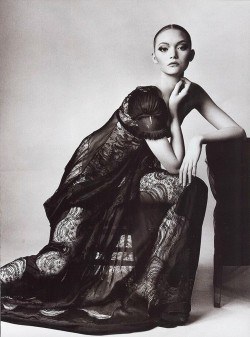 michaelrecycles:   Gemma Ward photographed by Irving Penn for Vogue, March 2006   ♻
