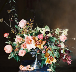 all-things-bright-and-beyootiful:  Arrangement: Joy Thigpen / Photography: Rylee Hitchner