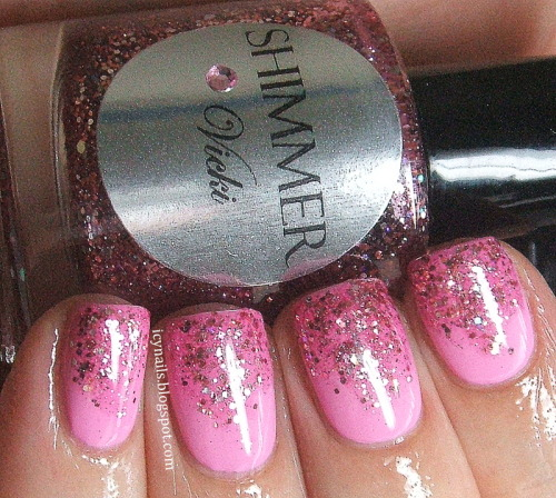 Pink glitter gradient. Please click through to my blog post for more details. #nailpolish #nailart #glitter #gradient #bblogcoalition #bbloggers