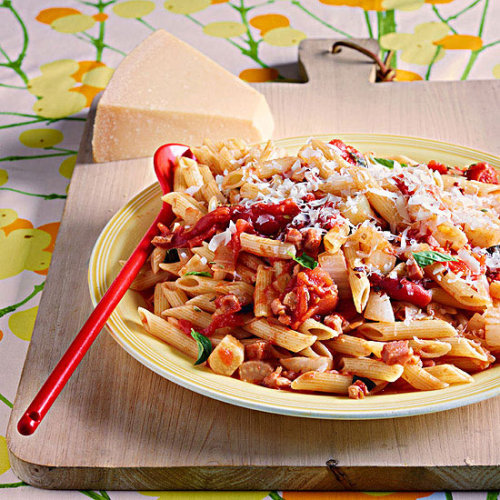 Daily Bite: Rachael's 30-Minute Penne with Bacon & Fennel Sauce Meal is great as a quick weeknight dinner or satisfying Sunday supper. Get all of our Daily Bite recipes here!