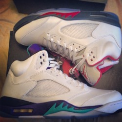 My retro 5's till the black grapes #thebabystho #retro5s #jordans #FireReds #Grapes #igsneakercommunity #sneakerhead #l4l #follow4follow