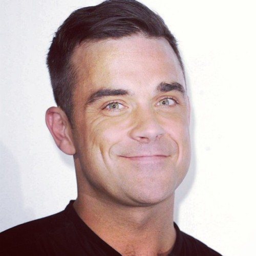 FUCKING CUTE 😍😊😘 #robbiewilliams  #football #man #music #people #people #happy #world #england #entertainer #handsome #live #omg #planet #takethat #british #singer #cute #sweet