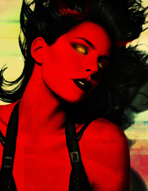 galacticheroine:  Liv Tyler, photoedited to look like the Red She-Hulk. C'mon, Marvel. You know you wanna take this direction with Betty's character.