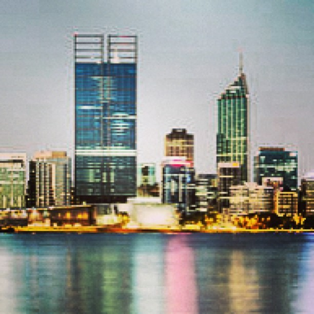 Foto do dia na wiki: Perth CBD from Mill Point (é um landscape, vale a pena olhar in loco)