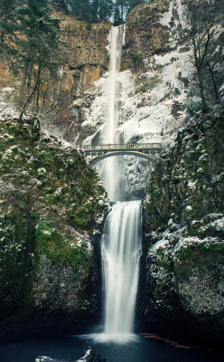 counting the years - Mutnomah Falls, Columbia River Gorge, Oregon | by manyfires