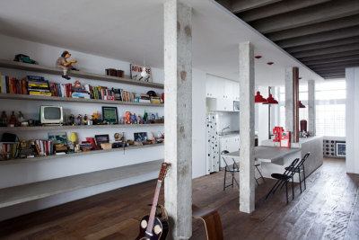 Interior by Felipe Hess and Renata Pedrosa Simple shelves with just horizontal elements.