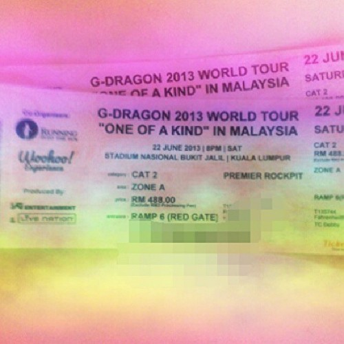 HERE I COME G Dragon after lining up for 3 freaking hours with my supportive parents! Thanks papa and mummy!!!♥♥♥Can't wait for the 22nd of June! 미치 Go!!! ㅋㅋㅋㅋ (at Fahrenheit 88)