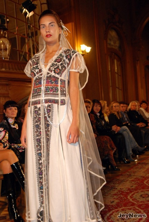 decendentofthedragons:  embroidered wedding dress in Ukrainian ethnic style