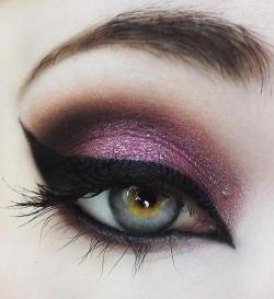 Eye Shadowwwwwwww | via Tumblr på We Heart It http://weheartit.com/entry/60366495/via/milanwray