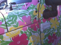 sandinmysperrys:  I saw the Lilly Pulitzer jeep!(:
