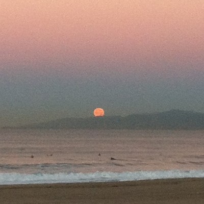 salmantimes:  The #moon setting as I paddled out this morning #surf #surfing #surfsup #getoffmywavekook @brothersmarshall where we surfing tomorrow? Xo Sally