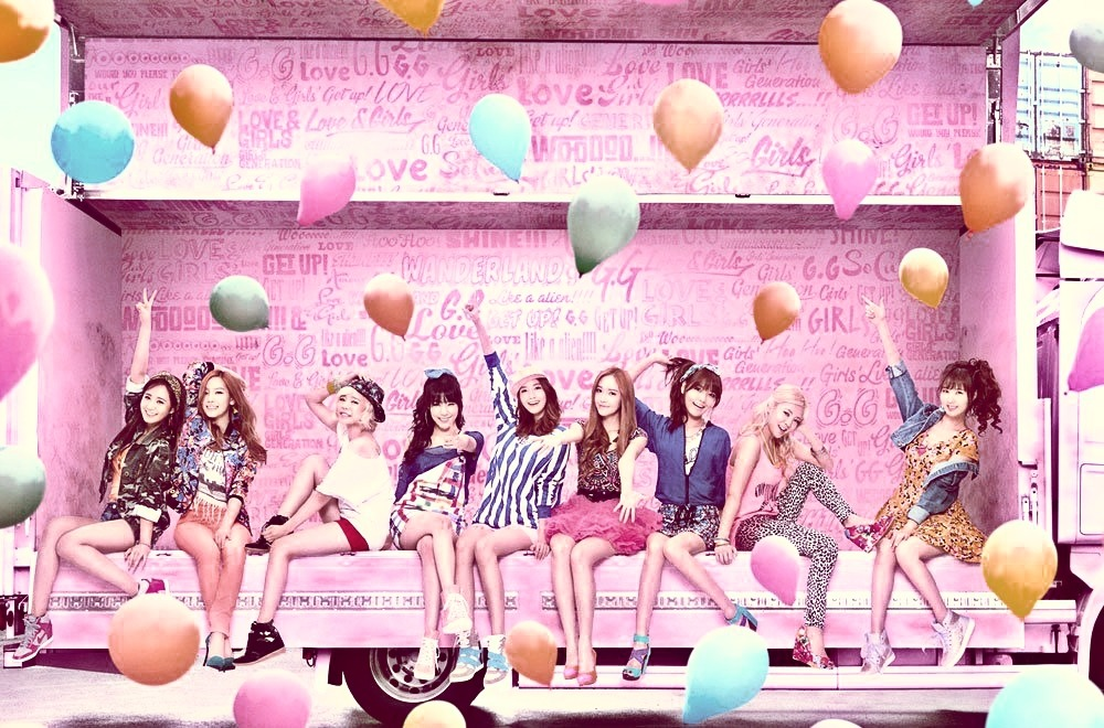 yoonyulseo:   SNSD (LOVE&GIRLS): Edited  Did anyone notice the triplets are the three with a similar hand gesture? YoonYulSeo <3