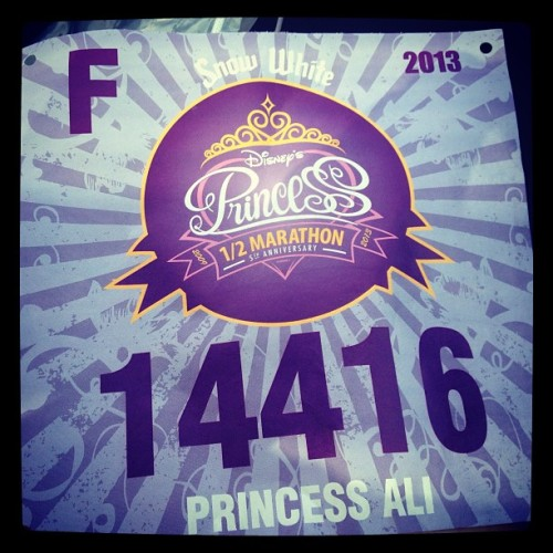 F for Finish? LOL. Princess Ali & Snow <3 #rundisney