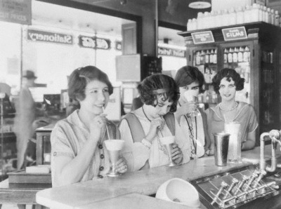 retrowunderland:  At the soda shop, c.1920's