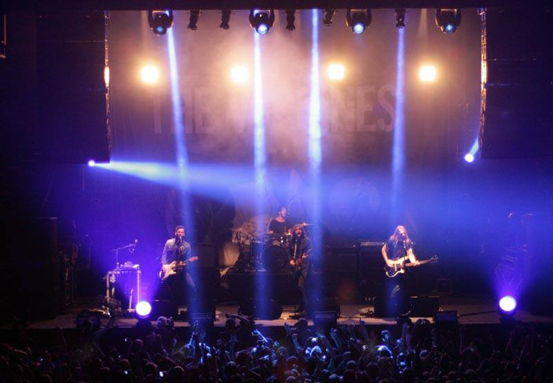 Yesterday (May 18) The Vaccines performed in Brazil, specifically in São Paulo and was the first time I saw the band live … And I almost died. They are so perfect … I'd like to go back in time just to see them again. I still can not believe that I saw the band live. And my birthday is on the 28th, I won the ticket to see them, it was the best gift I have received in life. And now, I can only thank Freddie, Arni, Peter and Justin for giving me the best gift (a little early) of  birthday.