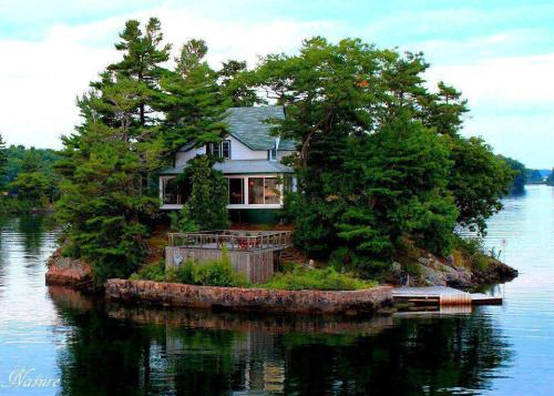 Island House, Thousand Islands, Canada photo via marilyn