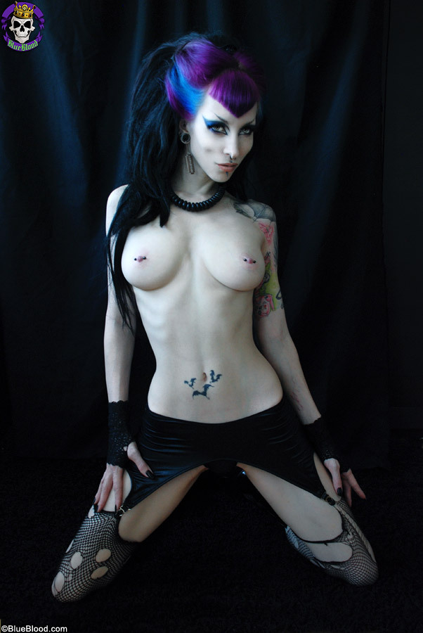gothic-sluts:  Razor Candi for Blue Blood and Gothic Sluts