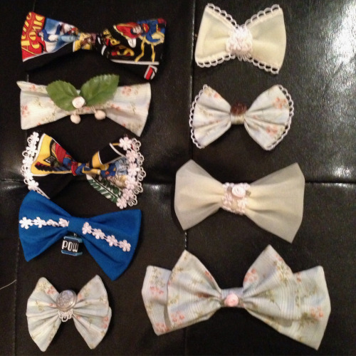 I made bows! Selling these at Taste of Animethon this Saturday! The ones on the left are pins, the right are hairbows!