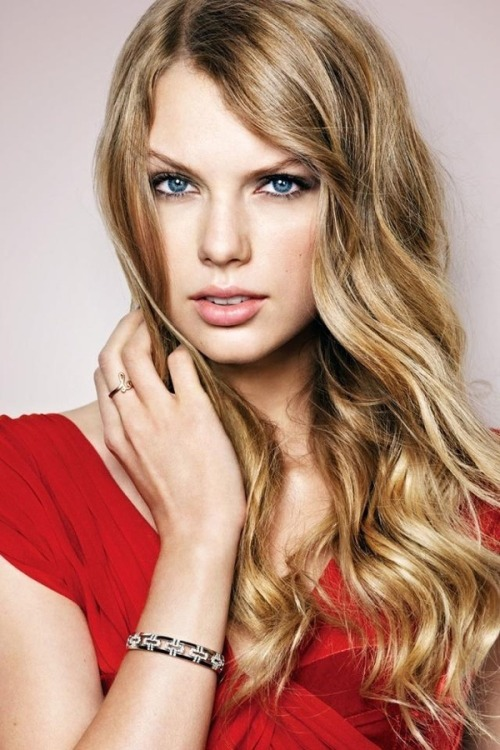 Love Taylor Swift's no-fuss hair here… #MaiTai