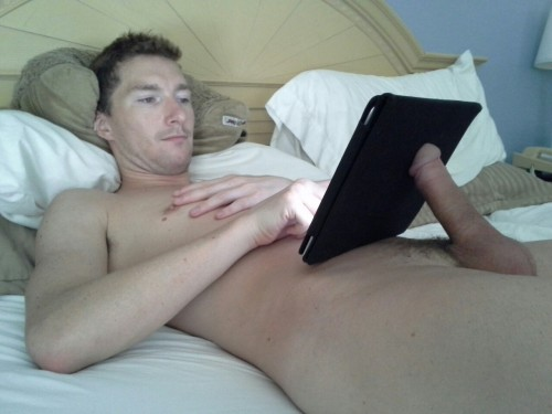 arthusetnico:  The best iPad holder.  Try it !