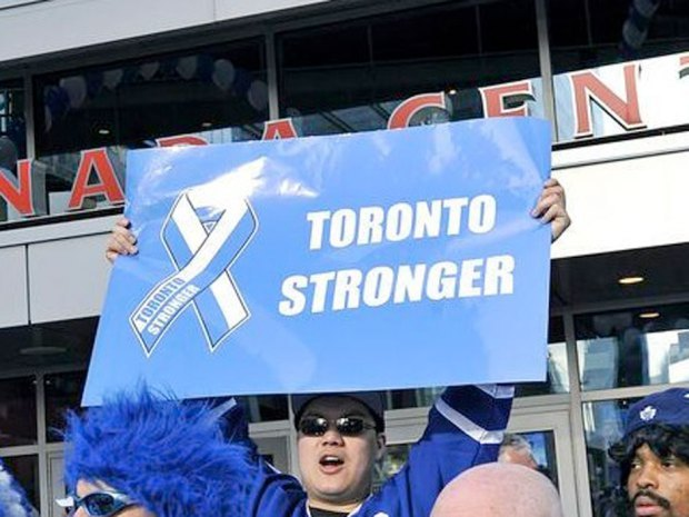 "nationalpostsports:  'Classless' fan toting 'Toronto Stronger' sign, mocking 'Boston Strong,' at Leafs-Bruins game causes outcryA Toronto fan sparked social media outrage on Monday night by toting a ""Toronto Stronger"" sign at the Leafs-Bruins playoff game.The slogan appeared to be a mocking reference to ""Boston Strong,"" used to boost spirits in the wake of the Boston Marathon Bombings.Boston fans quickly took to Twitter to berate the fan — and lost no opportunity to poke fun at the opposing team's less-than-stellar record. (Twitter)"