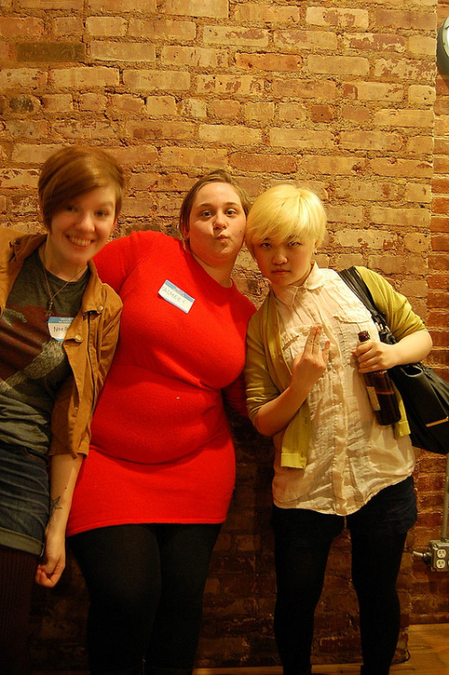 gingerhaze:  pollums:  Oh my gosh pics from Lucy Knisley's Drink and Draw Like A Lady are up i had no idea!  me with Aimee Fleck (brofisting), Noelle Stevenson (gingerhaze), Courtney Bernard (cberniez), Lucy Knisley   AW HEY YEAH!