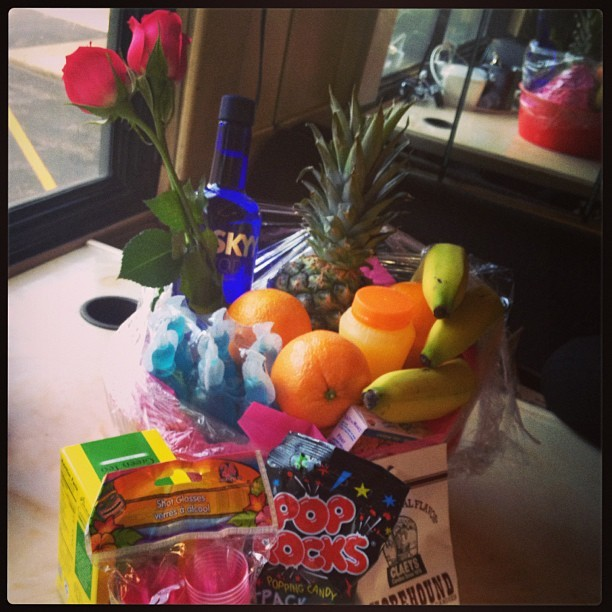 We have the best fans! 😍🍍🍊🍓🍌💕🍻🎤🚌 thank you so much for all the gifts 💋❤ #twdc #tonighttour #millionaires  (at Millionaires Tour Bus)