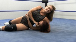 Ivelisse vs Lorelei Lee www.slampegs.com