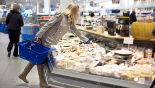 mothernaturenetwork:  Food shopping while hungry? Not a good idea On average, hungry people purchased 5.7 high-calorie products, while the group that ate before shopping bought 3.9 high-calorie products.
