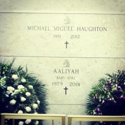 celob:  Aaliyah - Michael Haughton (Aaliyah's dad) died last year. He was buried with Aaliyah.