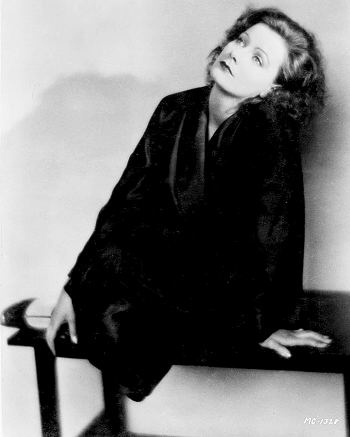 Greta Garbo photographed by Ruth Harriet Louise, 1927. (x)