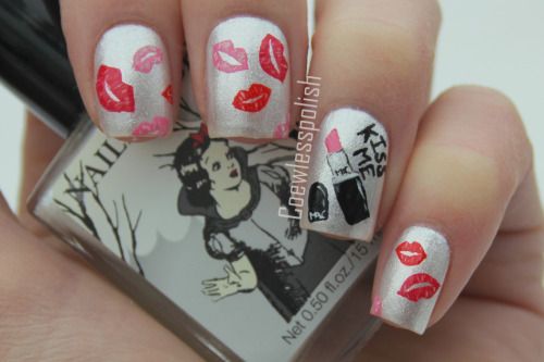 I love  this lip  stick  set  nail  design  and  it  look  really   great  Because   it 's   something  new  !!!!
