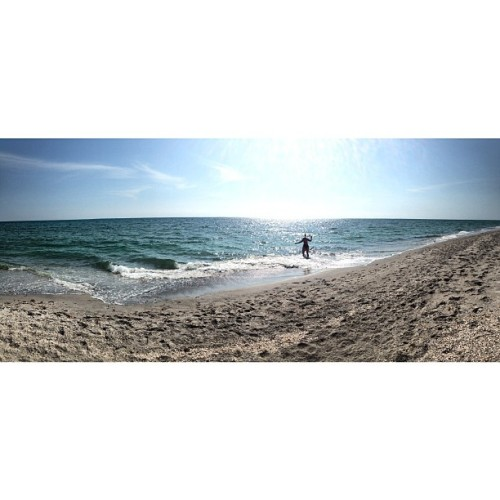 risingabovereality:  The weekend #nofilter #panoramic #beach #TAGGINGWHORE  Hello from Caspersen beach aka that place that has shark teeth