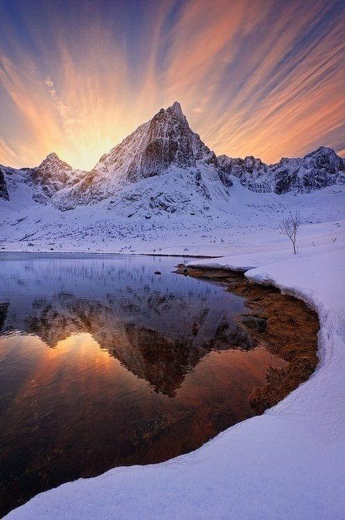 beautiful-world-out-there:  Amazing Snaps: Barf Peak, Norway
