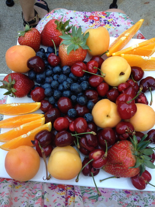 My mom had a dinner party last night so I made myself a fancy fruit plate!