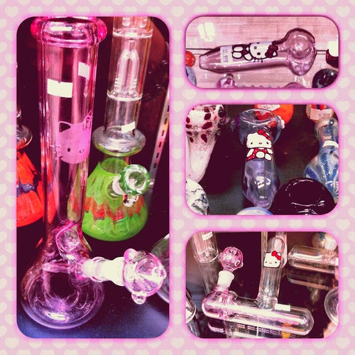 asiannajailin:  #HelloKitty #Bongs