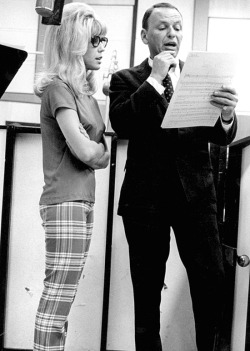 theswinginsixties:  Frank and Nancy Sinatra recording 'Somethin' Stupid', 1967.  ahhhh love this song