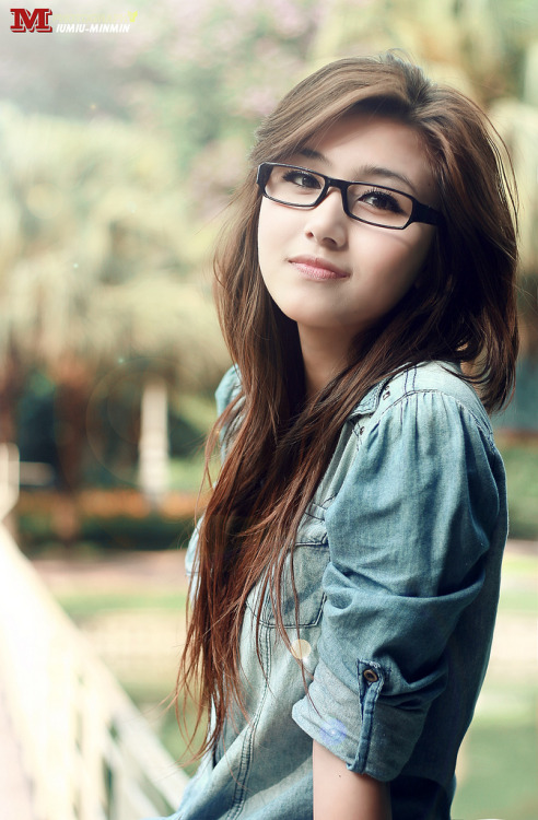 girlswithglasses:  yen korea #2