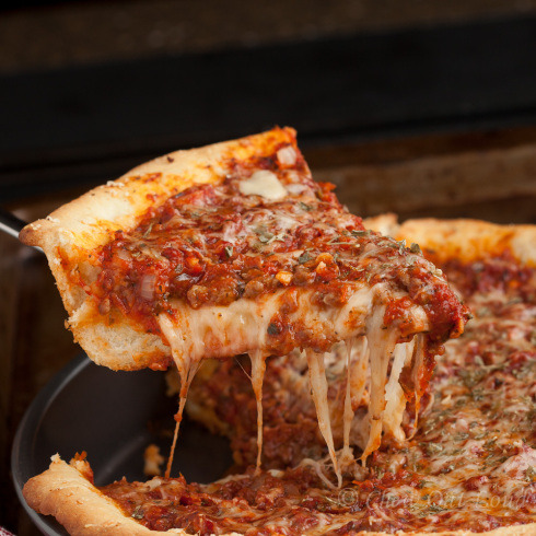 gastrogirl:  chicago-style deep dish pizza.