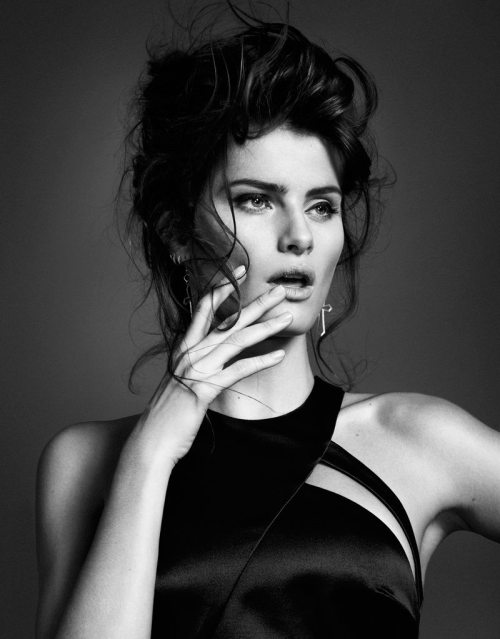(via ph. Sergi Pons with md. Isabeli Fontana for El Pais | The Photography Link)